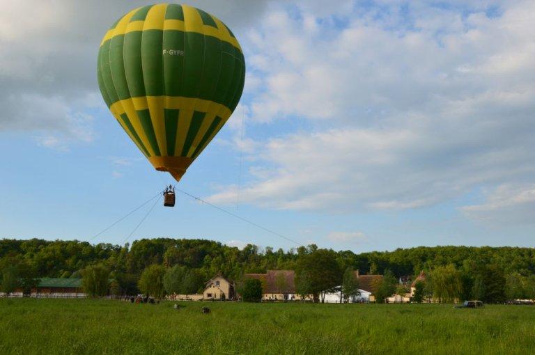 captif-montgolfiere-1-ecuries-de-la-voise