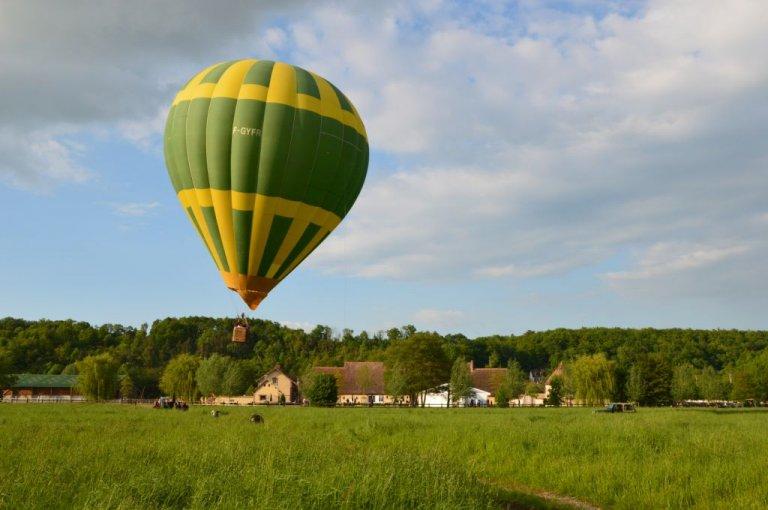 captif-montgolfiere-4-ecuries-de-la-voise