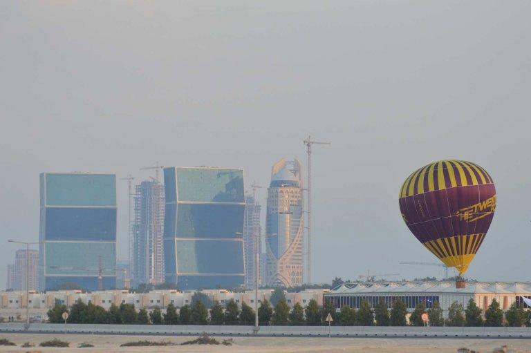 Vol captif d 39 une montgolfi re au qatar durant la coupe du monde 2015 de handball - Qatar coupe du monde handball ...
