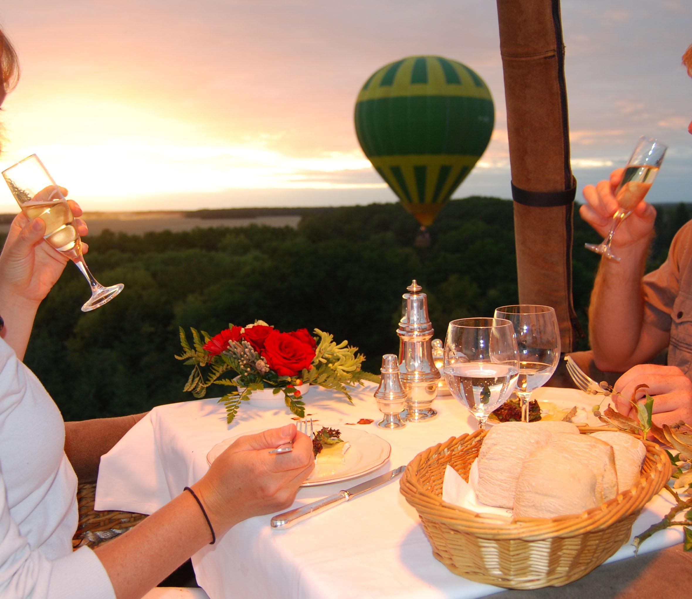 Diner à bord d'une montgolifère, montgolfière, vol en montgolfiere, eure et loir, vol en ballon, ile de france